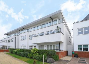 Thumbnail 2 bedroom flat to rent in Broughton Avenue, Finchley N3,