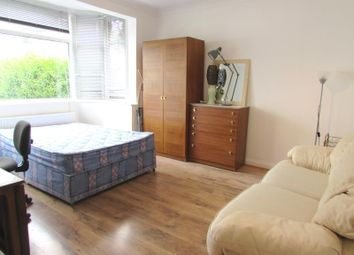 Thumbnail Studio to rent in Glendale Gardens, Wembley, Middlesex