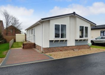 Thumbnail 2 bed mobile/park home for sale in Arundel Drive, Thornlea Park, Wick, Littlehampton