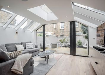 Thumbnail 2 bed flat to rent in Farm Lane, Fulham