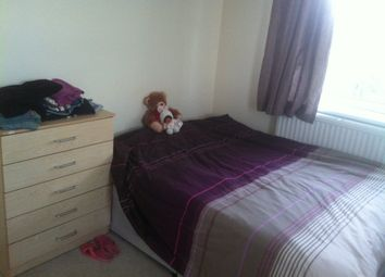 Thumbnail Room to rent in Becklow Gardens, Shepherds Bush