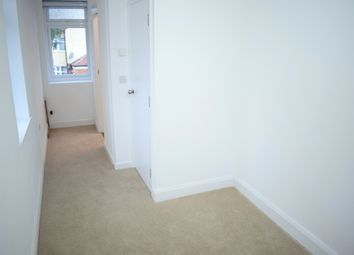 Thumbnail Room to rent in Glebelands Avenue, Ilford