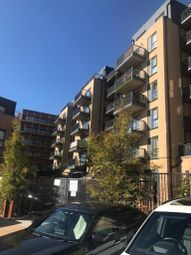 2 bed flat to rent in Clarence Avenue, Gants Hill IG2