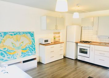 Thumbnail 2 bed flat to rent in Hoxton Street, London