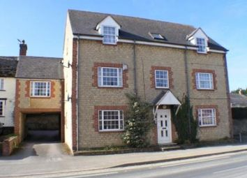 Thumbnail 3 bed flat to rent in Lechlade Road, Faringdon