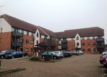 Thumbnail 2 bedroom flat to rent in Royal Court, Langley