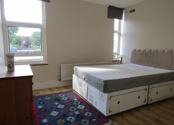 Thumbnail 2 bed flat to rent in Oakleigh Road North, South Barnet