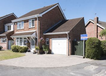 Thumbnail 4 bed detached house for sale in Winchelsea Close, Banbury