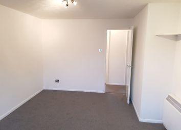 2 bed flat to rent in Butteridges Close, Dagenham, Essex RM9