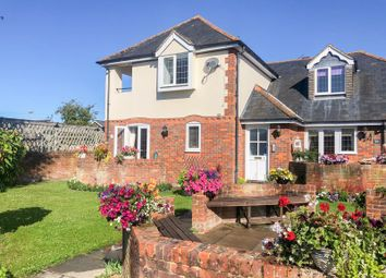 Thumbnail 2 bed flat to rent in Dedmere Rise, Marlow