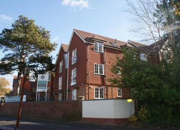Thumbnail 1 bed flat to rent in East Hill Road, Oxted