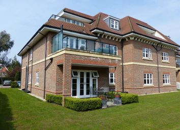 Thumbnail 2 bedroom flat for sale in Shoppenhangers Road, Maidenhead