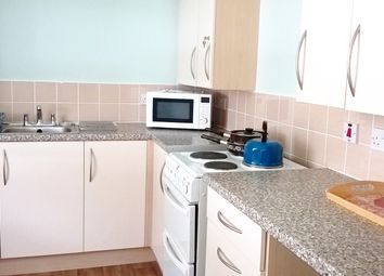 Thumbnail 1 bed flat to rent in Stalybridge Avenue, Hull