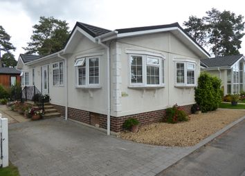 2 bed mobile/park home for sale in Lone Pine Park, Ferndown, Dorset, 8Nf BH22