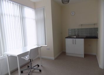 Thumbnail Room to rent in 10 Ashburnham Road, Luton