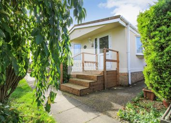 Thumbnail 3 bed mobile/park home for sale in Little Meadow, Woodside Home Park, Woodside, Luton