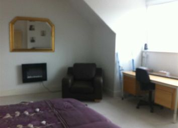 Thumbnail 5 bedroom flat to rent in Wilmslow Road, Fallowfield, Manchester
