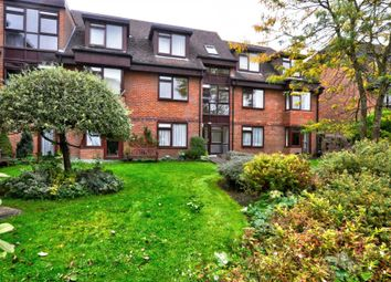 Thumbnail 2 bed flat to rent in Dean Street, Marlow