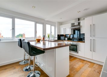 3 bed flat for sale in Lucien Road, London SW17
