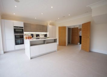 Thumbnail 3 bedroom town house to rent in High Road, North Finchley