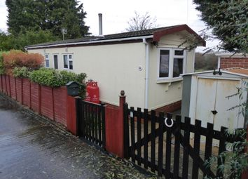 2 bed mobile/park home for sale in Hillview Manor Park, Winchester Road, Fairoak, Eastleigh, Hampshire SO50