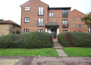 2 bed flat to rent in Shafter Road, Dagenham RM10