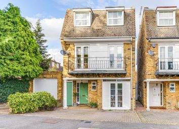 Thumbnail 4 bed detached house for sale in Somerset Close, Woodford Green