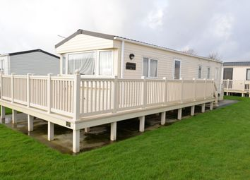 3 bed mobile/park home for sale in Christchurch Road, Barton On Sea, New Milton BH25