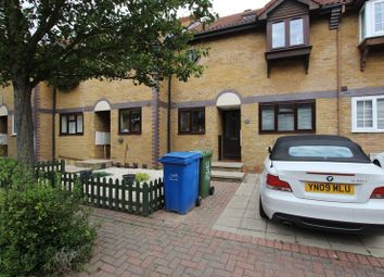 Thumbnail Room to rent in Fishermans Drive, London