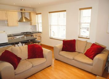 2 bed flat to rent in High Street, Alton GU34