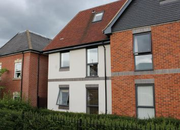 Thumbnail 2 bed flat to rent in Rockingham Road, Newbury