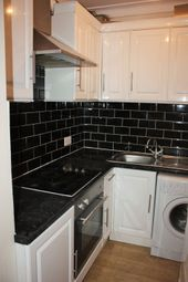 Thumbnail 2 bed flat to rent in Woodhouse Road, North Finchley
