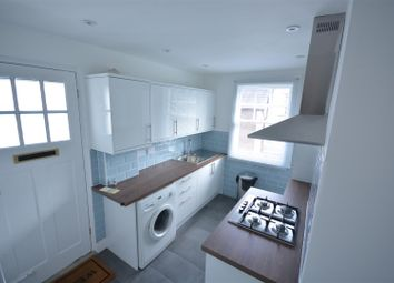 1 bed flat to rent in Woodcote Side, Epsom KT18