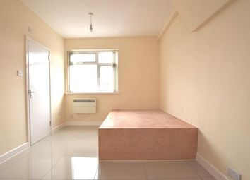 Thumbnail Studio to rent in New Broadway, Hillingdon, Middlesex