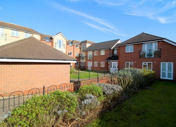 Thumbnail 3 bedroom flat to rent in Botley Road, Park Gate, Southampton