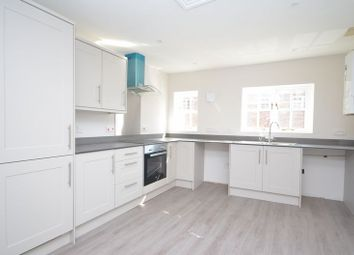 Thumbnail 2 bed flat to rent in High Street, Bishops Waltham, Southampton