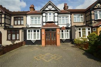 Thumbnail 5 bedroom terraced house to rent in Eastern Avenue, Ilford