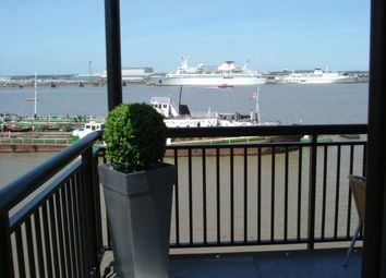 2 bed flat to rent in Clifton Marine Parade, Gravesend DA11