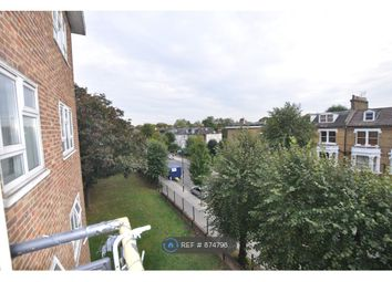 3 bed flat to rent in Queens Drive, London N4