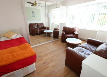 Thumbnail 1 bed flat to rent in Ellerdine Road, Hounslow, Middlesex