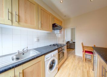Thumbnail 1 bed flat to rent in Wandsworth Road, Clapham