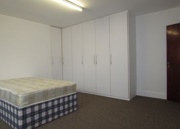 Thumbnail 1 bed flat to rent in Hencroft Street South, Slough