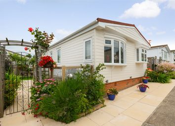 Thumbnail 2 bed mobile/park home for sale in Applegarth Park, Seasalter Lane, Whitstable, Kent