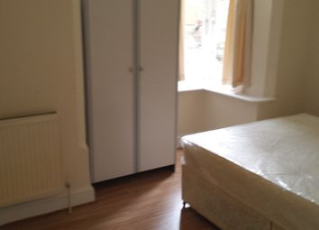 Thumbnail 2 bed flat to rent in Crescent Road, Luton