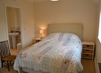 Thumbnail Room to rent in Vicarage Lane, Hounds Green, Hook