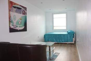 Thumbnail Studio to rent in New England Road, Brighton