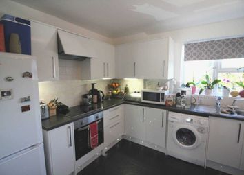 Thumbnail 2 bed flat to rent in Addington Road, Reading