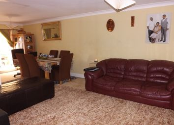 Thumbnail 3 bedroom property to rent in Kennet Avenue, Swindon