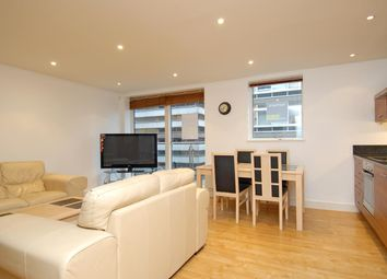 Thumbnail 2 bed flat to rent in Merchants Place, Reading