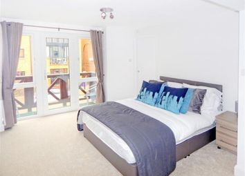 Thumbnail 1 bed flat to rent in Rainbow Avenue, Isle Of Dogs, Canary Wharf, London, England